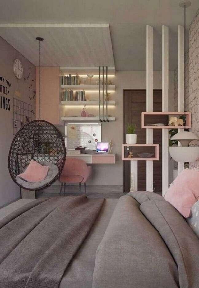 6. Decoração com cadeira de balanço suspensa para quarto feminino cinza e rosa – Foto: Pinterest