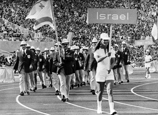 Delegação de Israel nas aberturas dos Jogos Olímpicos de Israel, onde, mais tarde, 11 atletas foram mortos após um atentado terrorista (Foto: Divulgação)