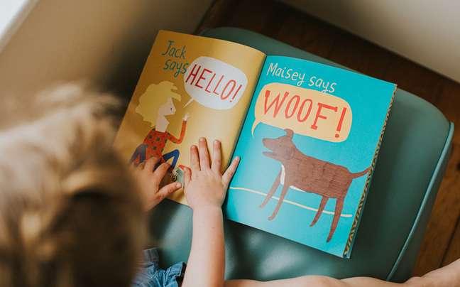 crianca-livro-ingles