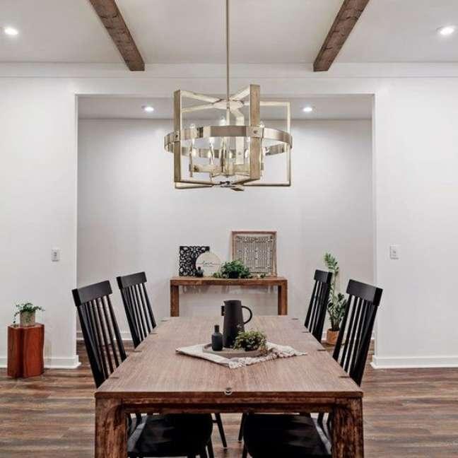 45. Sala de jantar com lustre quadrado metalizado – Foto Kichler