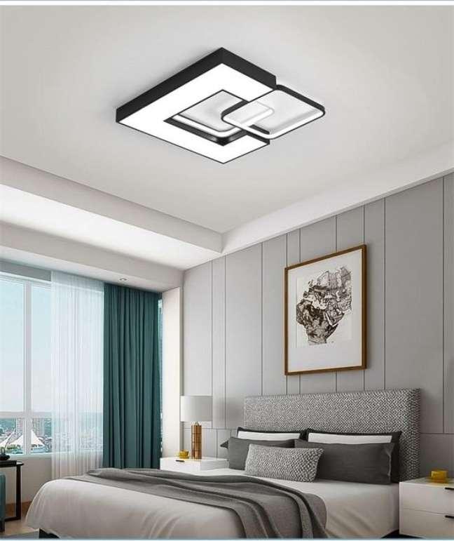 26. Lustre quadrado no quarto em preto e branco – Foto Interior Deluxe