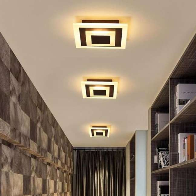 25. Lustre quadrado no corredor de casa moderna – Foto Lampsweel