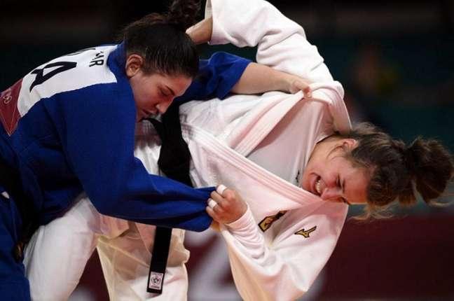 Mayra Aguiar acabou derrotada por Anna Maria Wagner nas quartas de final (AFP)