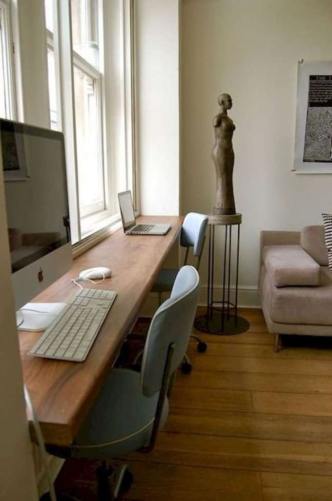 53. Mesa planejada para home office na sala – Foto Apartment Therapy