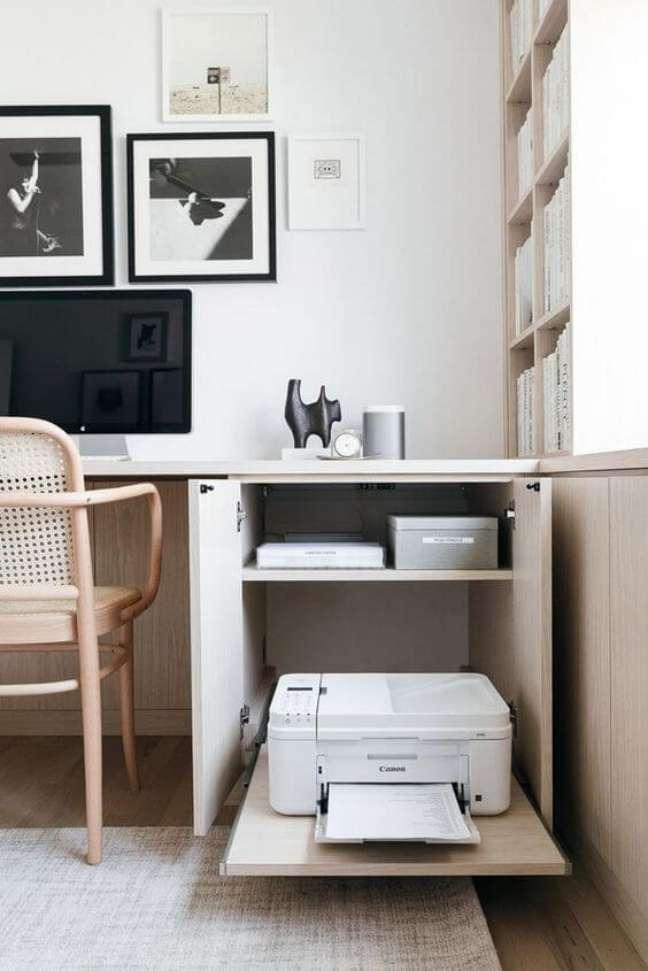 66. Armário de escritório baixo com impressora escondida – Foto Pinterest