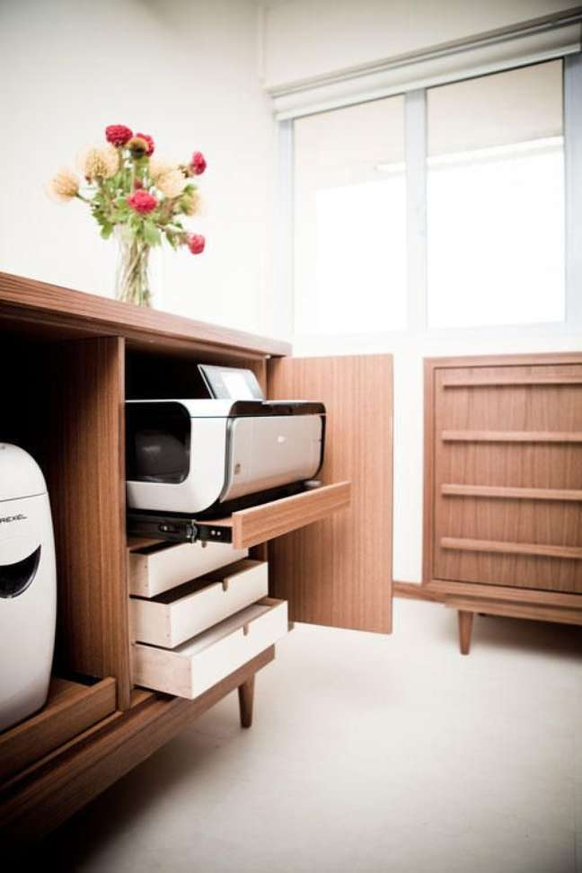 65. Armário de escritório planejado com impressora no gaveteiro – Foto Home and Decor