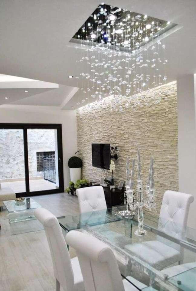 15. Lustre quadrado de cristal para sala com mesa de jantar moderna – Foto Pinterest