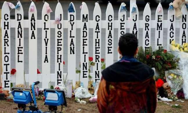 Massacre cometido por Adam Lanza deixou 26 mortes na escola primária, sendo 20 crianças