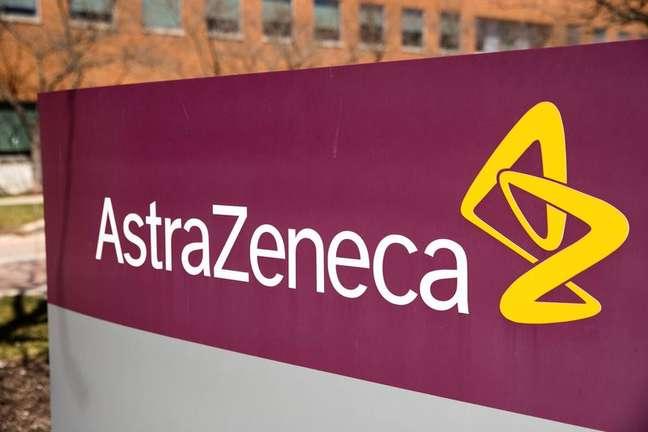 Logo da AstraZeneca em prédio da empresa em Wilmington, nos Estados Unidos 22/03/2021 REUTERS/Rachel Wisniewski