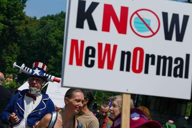 Pessoas fazem manifestação contra vacinas em meio à pandemia de Covid-19, no Central Park, em Nova York 24/07/2021 REUTERS/David 'Dee' Delgado