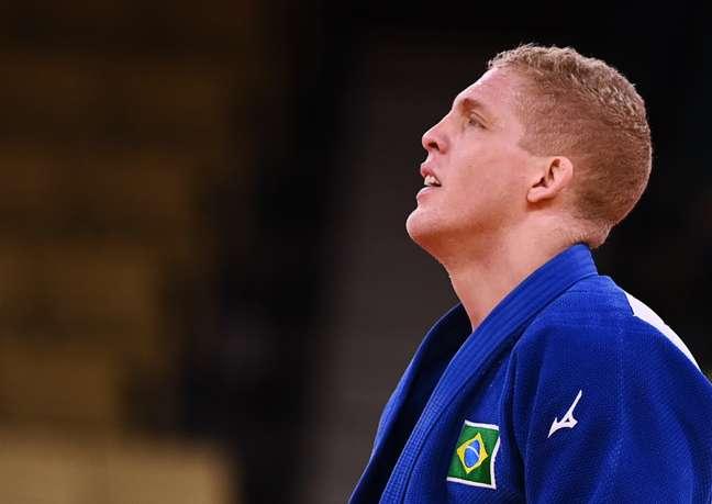 Rafael Buzacarini cai na primeira luta e está fora dos Jogos