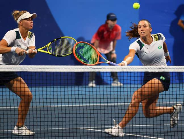 Laura Pigossi e Luisa Stefani vão disputar a medalha de bronze
