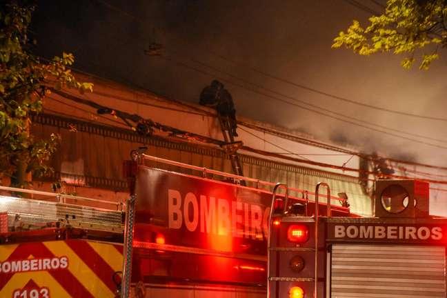 Acervo da Cinemateca pega fogo na Vila Leopoldina, em São Paulo, na noite desta quinta-feira
