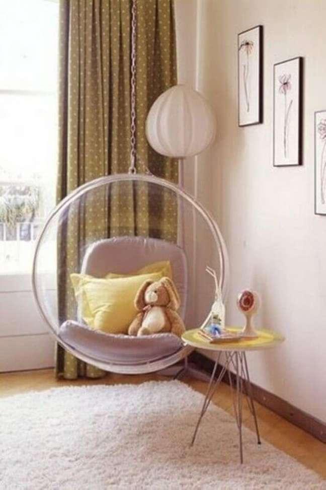 7. Cadeira de balanço moderna suspensa para decoração de quarto infantil – Foto: Pinterest