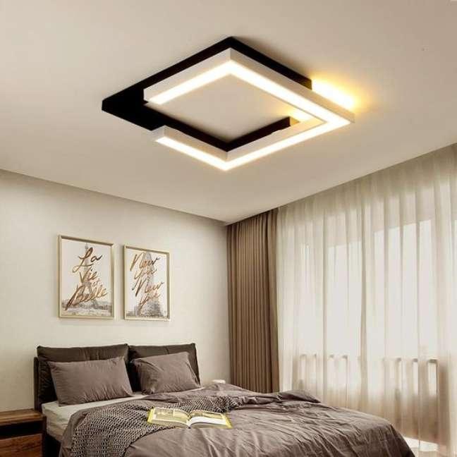 8. Lustre quadrado para quarto moderno em preto e branco – Foto Fun Shine Lights