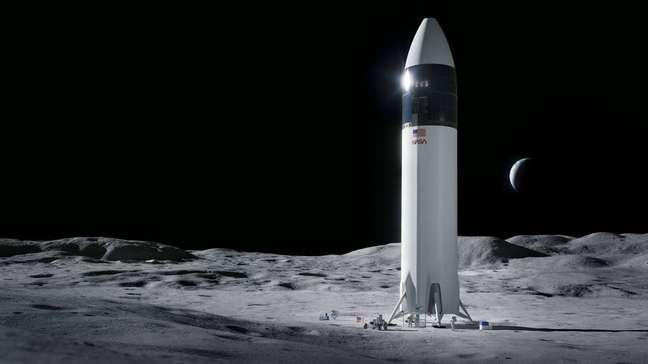 Starship Lunar