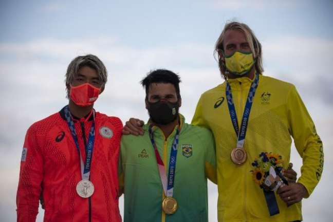 Kanoa Igarashi (esquerda) foi medalha de prata em Tóquio (Foto: DIvulgação/WSL)