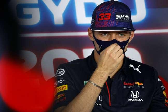 Max Verstappen durante entrevista coletiva do GP da Hungria de F1