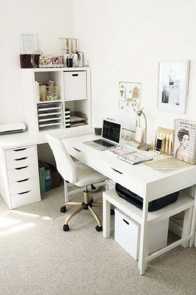 50. Home office branco de canto na sala de estar moderna – Foto Home Decor Apartment