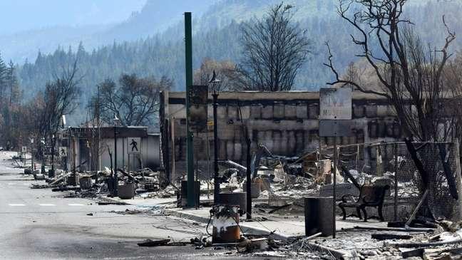 A cidade de Lytton, no Canadá, ficou parcialmente destruída após um incêndio causado pelas altas temperaturas
