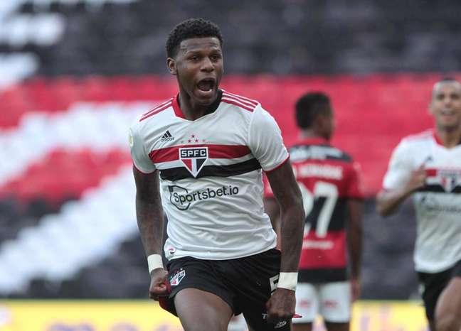 Arboleda será desfalque do São Paulo contra o Palmeiras pelo Brasileirão (Foto: Rubens Chiri/saopaulofc.net)