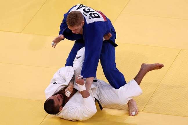 Rafael Buzacarini, do judô, é derrotado na primeira luta da Olimpíada (FOTO: Jack GUEZ / AFP)