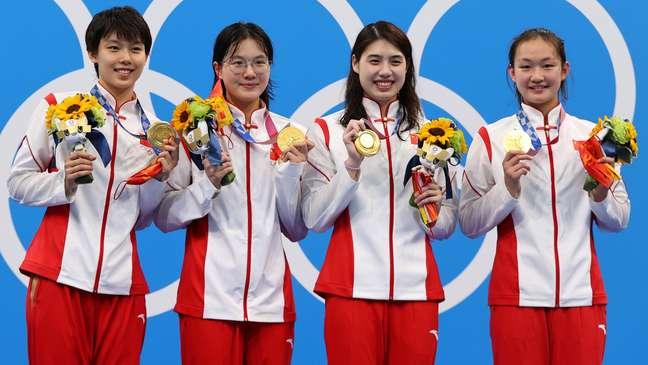 China celebra medalha de ouro no revezamento 4 x 200 nos Jogos Olímpicos de Tóquio Marko Djurica Reuters