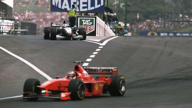 Schumacher em dia de grande desempenho para uma vitória  inesperada.