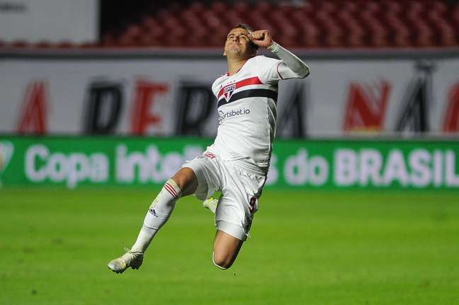 São Paulo vence o Vasco no Morumbi e larga em vantagem nas oitavas da Copa do Brasil