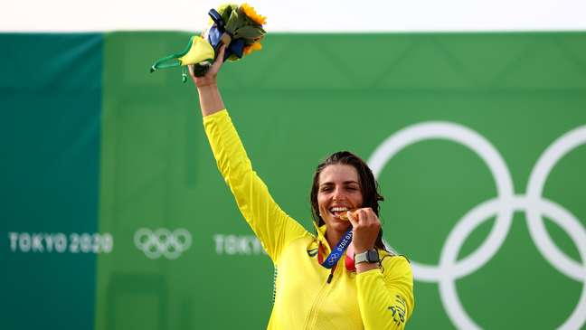 Jessica Fox, da Austrália comemora a medalha de ouro conquista nos Jogos Olímpicos de Tóquio Yara Nardi/Reuters