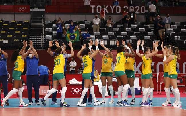 Jogadoras brasileiras comemoram vitória sobre o Japão nesta quinta-feira Valentyn Ogirenko/Reuters