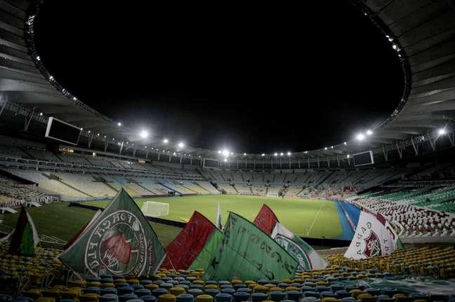 Torcida costuma colocar bandeiras e fazer mosaicos nas partidas do Fluminense (Foto: Staff Images / CONMEBOL)
