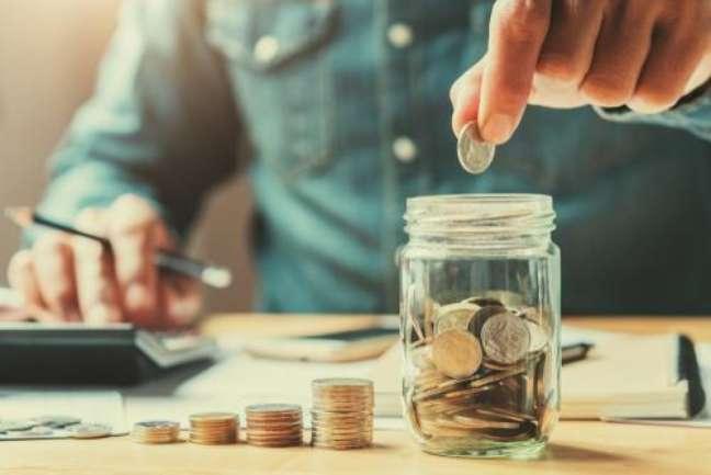 Confira 4 opções de simpatias para dar fim aos problemas financeiros -