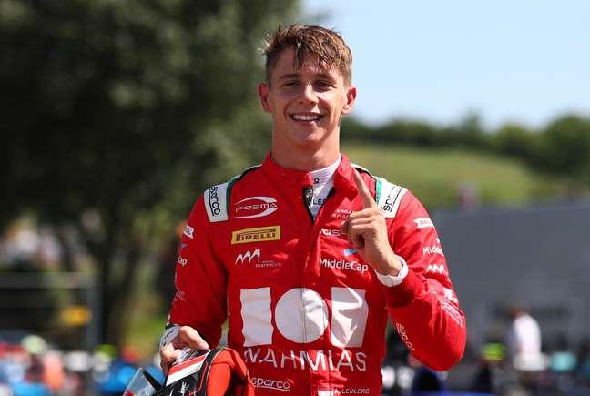Arthur Leclerc vibra com primeira pole na categoria