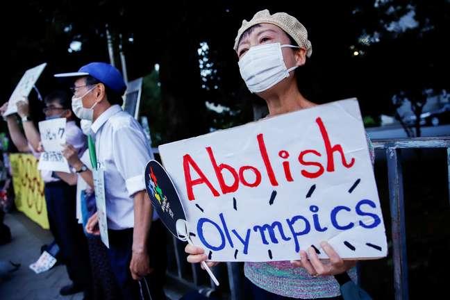 Manifestante em protesto contra a realização da Olimpíada devido à pandemia da covid-19