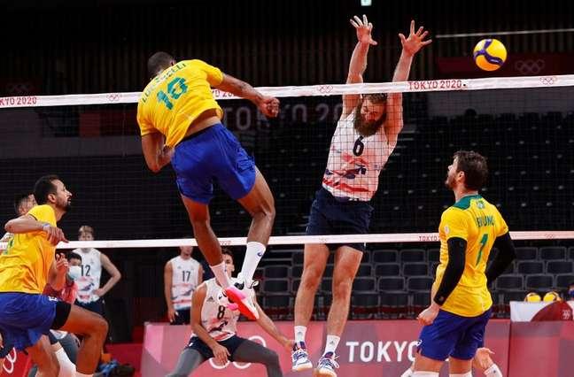 Lucarelli ataca durante partida entre Brasil e Estados Unidos na Olimpíada de Tóquio 30/07/2021 REUTERS/Valentyn Ogirenko