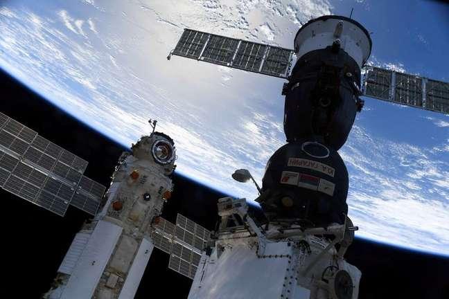 Vista da Estação Especial Internacional. 29/7/2021.  Oleg Novitskiy/Roscosmos