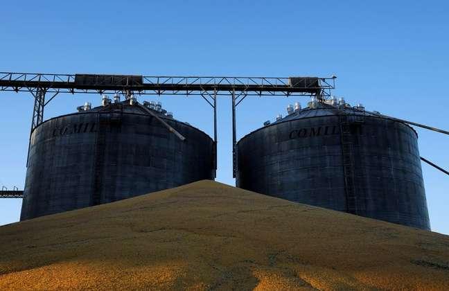 Grãos de milho após colheita em Sorriso (MT)  26/07/2017 REUTERS/Nacho Doce