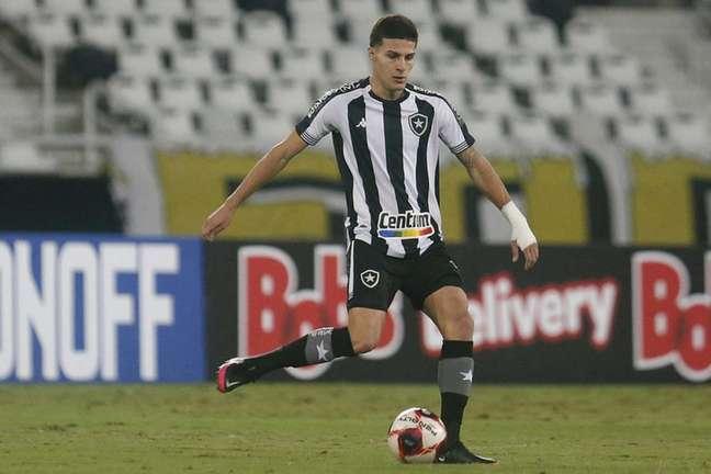 O volante Romildo fez um gol na vitória sobre o Confiança, mas ficou no banco no último jogo do Botafogo, contra o CSA (Foto: Vítor Silva/Botafogo)