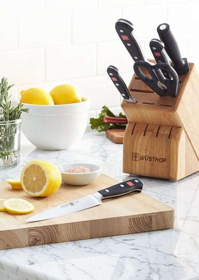 2. Lista de utensilios de cozinha com faqueiro completo – Foto Crate and Barrel