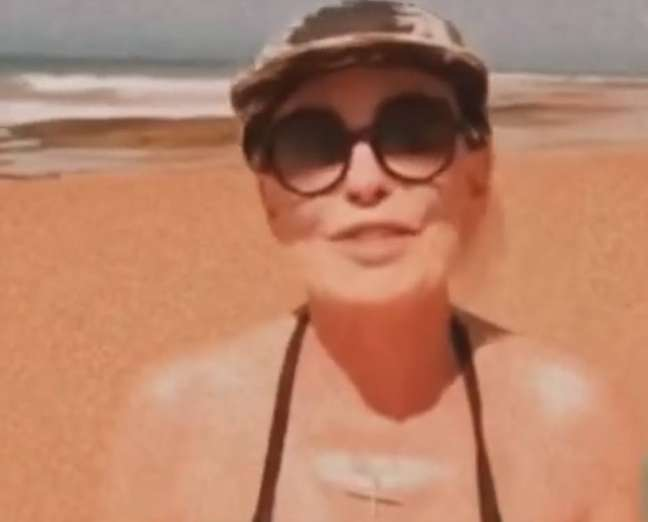 A apresentadora do 'Mais Você', Ana Maria Braga, curtindo férias no litoral baiano