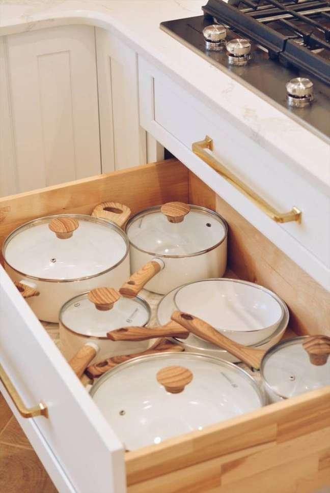 19. Lista de utensílios de cozinha moderna – Foto The Pink Dream