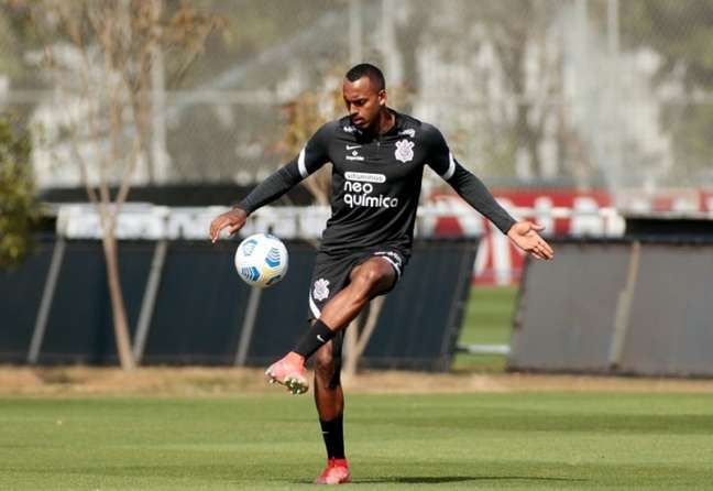 Raul Gustavo e Lucas Piton voltaram a treinar com o grupo nesta sexta-feira (Foto: Rodrigo Coca/Ag. Corinthians)