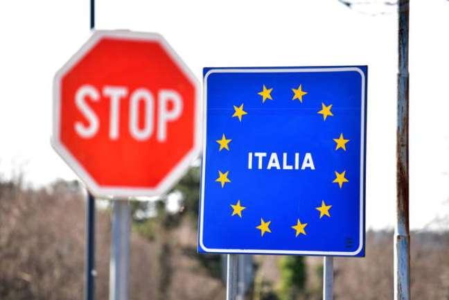 Fronteira entre Itália e Eslovênia em Lipica