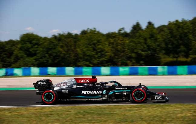 Lewis Hamilton nesta sexta-feira de treinos livres na Hungria