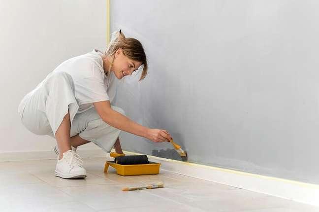 3. Economizando na hora da obra: explore suas habilidades para fazer coisas durante a construção. Fonte: Freepik
