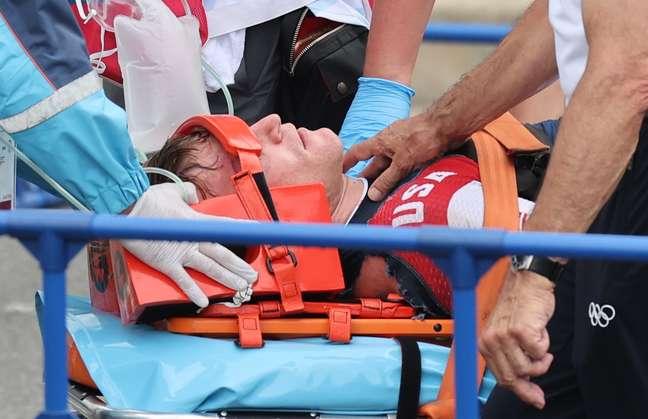 O americano Connor Fields recebe antendimentos médico após acidente nesta sexta-feira Christian Hartmann/Reuters