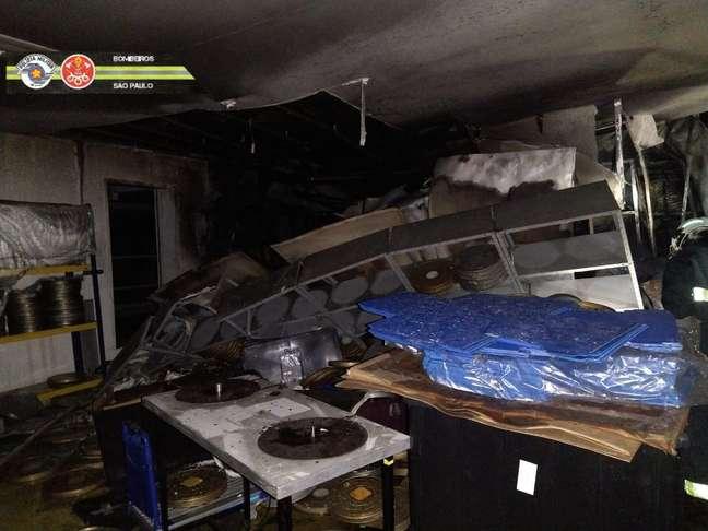 Uma das salas atingidas; valor do material perdido é incomensurável