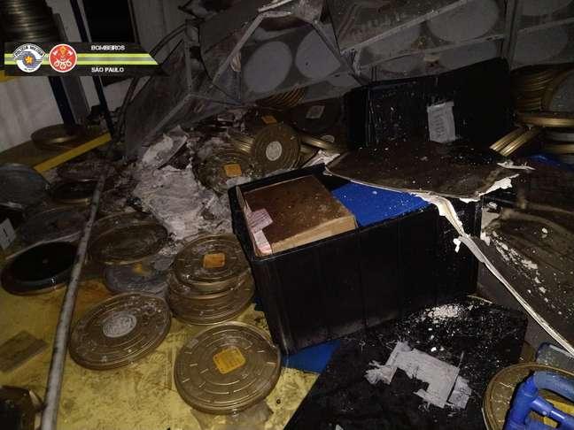 Imagem de uma das salas do galpão da Cinemateca Brasileira após o incêndio desta quinta-feira