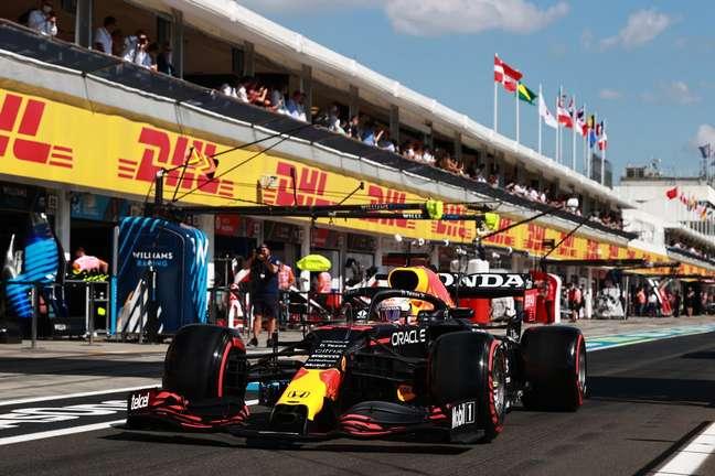 Max Verstappen não aprovou as vaias ao rival Hamilton